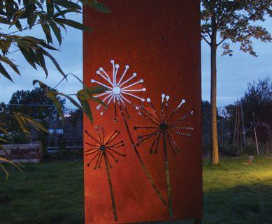 Designwand, Cortenstahl, Motiv, Pusteblume, beleuchtet