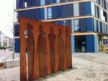Kunst, Stahl, Cortenstahl, Köln, Figurenwand, Karin Kahlhofer